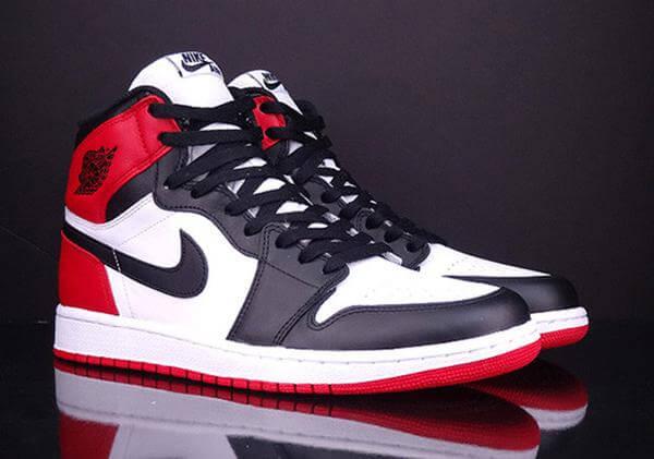 Air Jordan 1 Retro High Black Toe