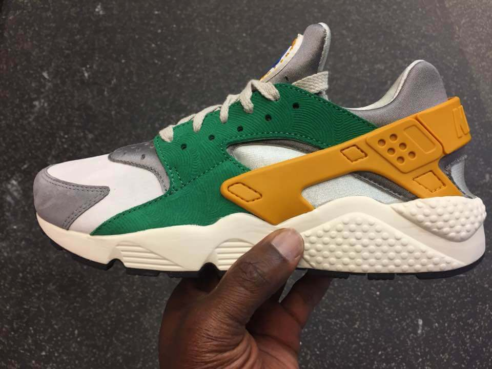 nike-air-huarache-run-se-oregon-ducks-852628-300